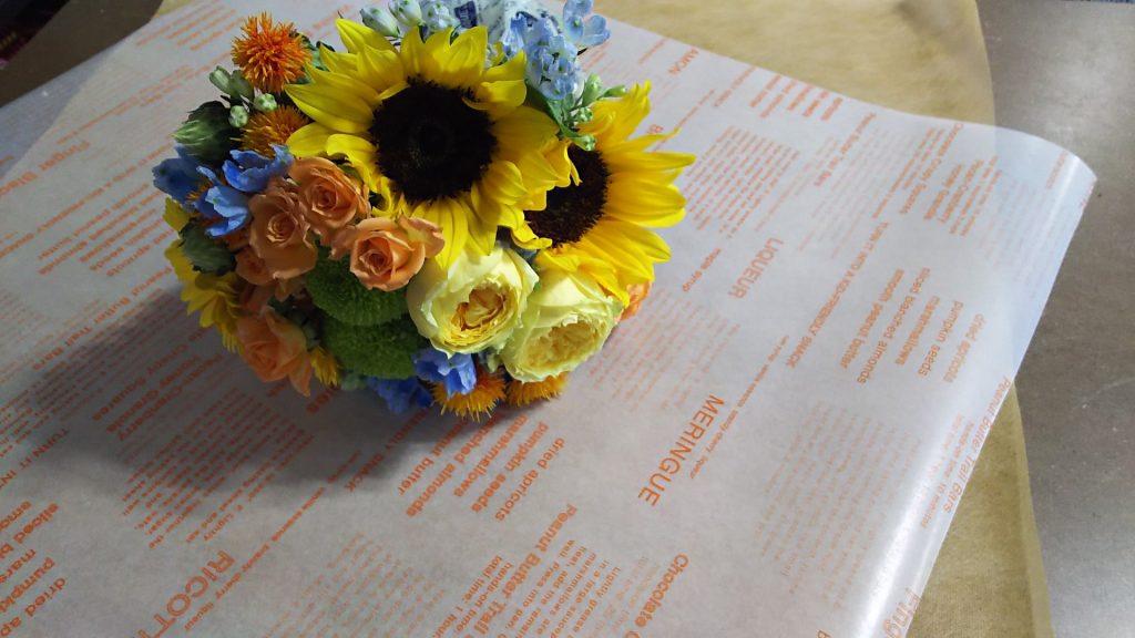 オレンジ・イエロー系の花束ラッピング