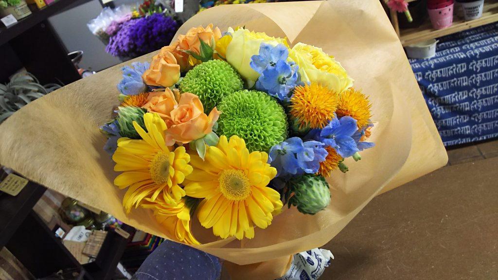 不織布で巻いた花束